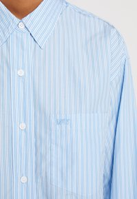 Levi's® - THE DAD SHIRT POCKET - Camicia - adelia stripe powder blue - 6