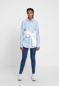 Levi's® - THE DAD SHIRT POCKET - Camicia - adelia stripe powder blue - 1