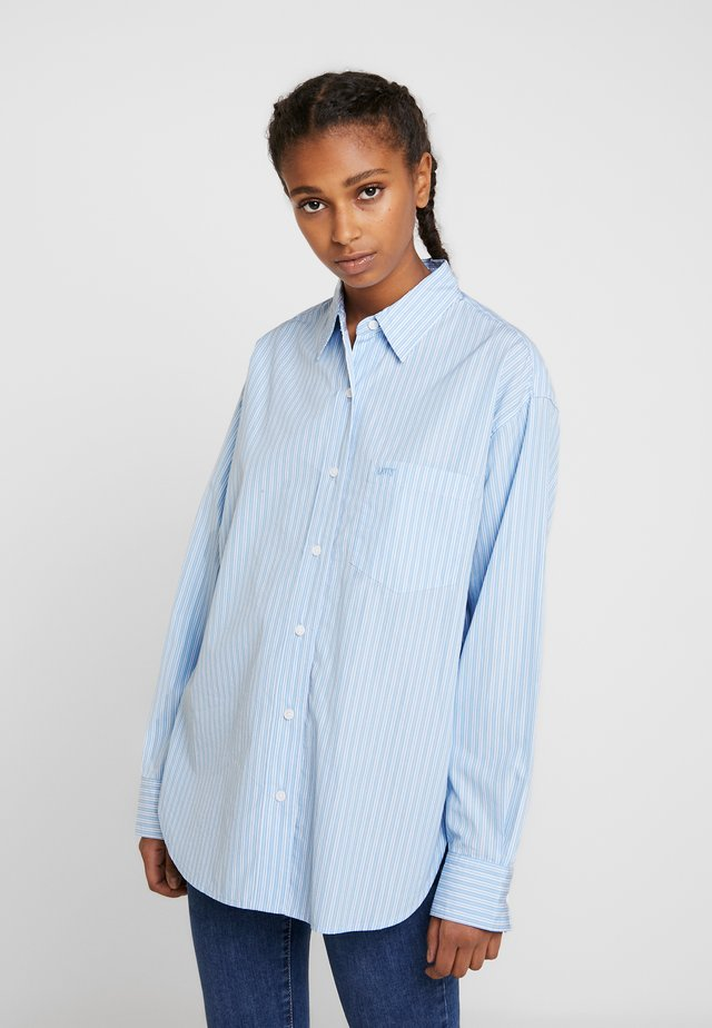 THE DAD SHIRT POCKET - Camisa - adelia stripe powder blue