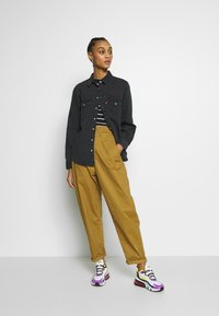 Levi's® - ESSENTIAL WESTERN - Button-down blouse - black sheep - 1