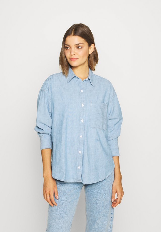 THE RELAXED - Camisa - light blue denim