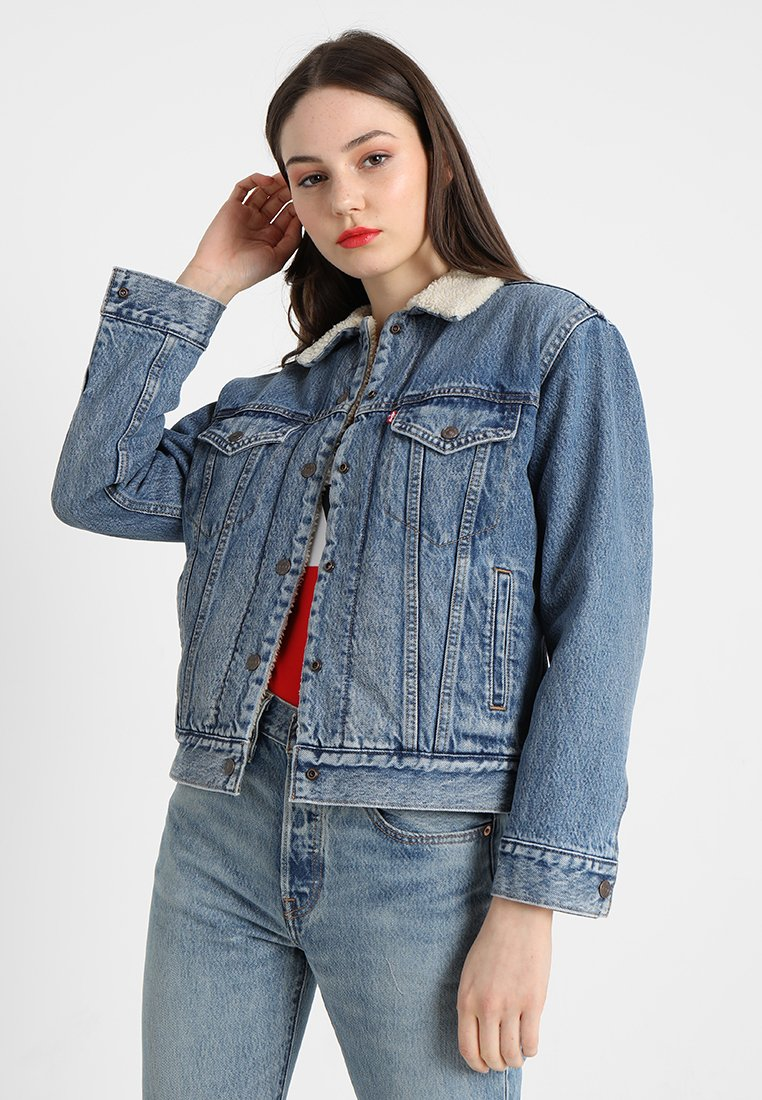 Levi's® - EX-BF SHERPA TRUCKER - Chaqueta vaquera - addicted to love