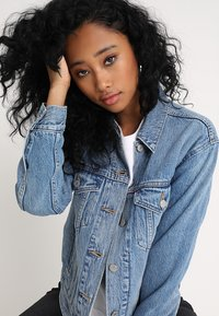 Levi's® - EX BOYFRIEND TRUCKER - Veste en jean - soft as butter mid - 3