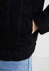 Levi's® - SHERPA TRUCKER - Spijkerjas - forever black - 4