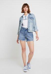 Levi's® - EX-BOYFRIEND TRUCKER - Denim jacket - blue denim - 1
