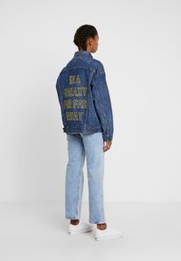 Levi's® - DAD TRUCKER - Jeansjakke - blue denim - 2