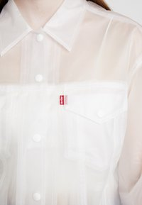 Levi's® - CLEAR BAGGY TRUCKERIN THE CLEAR - Regenjas - in the clear - 6