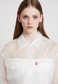 Levi's® - CLEAR BAGGY TRUCKERIN THE CLEAR - Regenjas - in the clear - 3