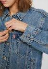 Levi's® - JACQUARD™ BY GOOGLE EX-BOYFRIEND TRUCKER - Veste en jean - blue denim