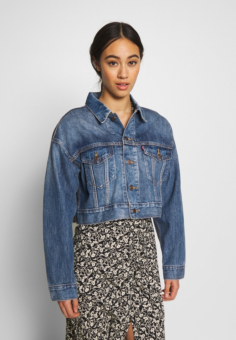 Levi's® - CROP DAD TRUCKER - Chaqueta vaquera - blue denim