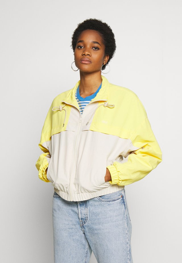 CELESTE WINDBREAKER - Trainingsvest - fun yellow