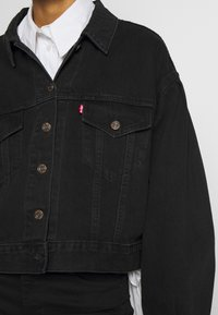 Levi's® - PLEAT SLEEVE TRUCKER - Veste en jean - black denim - 5