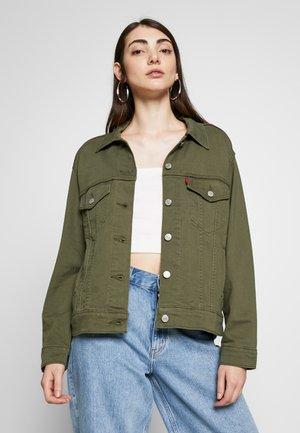 EX-BOYFRIEND TRUCKER - Giacca di jeans - tensile olive