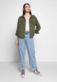 Levi's® - EX-BOYFRIEND TRUCKER - Kurtka jeansowa - tensile olive - 1