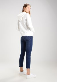 Levi's® - GRAPHIC SPORT - Bluza z kapturem - marshmallow - 3