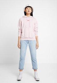 Levi's® - GRAPHIC SPORT HOODIE - Hoodie - baby tab pink lady - 1