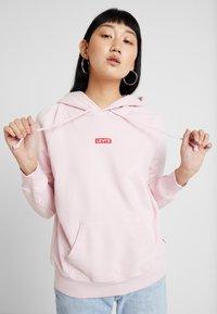 Levi's® - GRAPHIC SPORT HOODIE - Hoodie - baby tab pink lady - 0