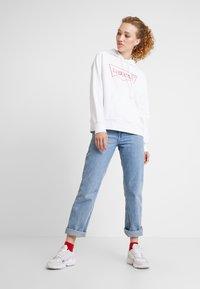 Levi's® - GRAPHIC HOODIE - Hoodie - hsmk outline hoodie white - 1