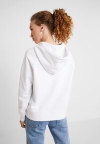 Levi's® - GRAPHIC HOODIE - Hoodie - hsmk outline hoodie white - 2