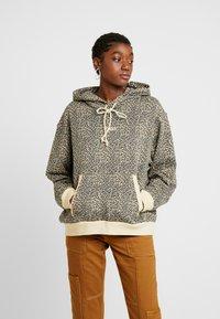 Levi's® - UNBASIC' HOODIE - Felpa con cappuccio - mini cheetah gravel - 0