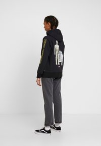 Levi's® - STAR WARS GRAPHIC SPORT HOODIE - Bluza z kapturem - androids black - 2