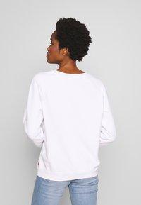 Levi's® - RELAXED GRAPHIC CREW - Sweatshirt - white - 2
