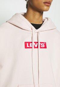 Levi's® - GRAPHIC HOODIE - Bluza z kapturem - peach blush - 5