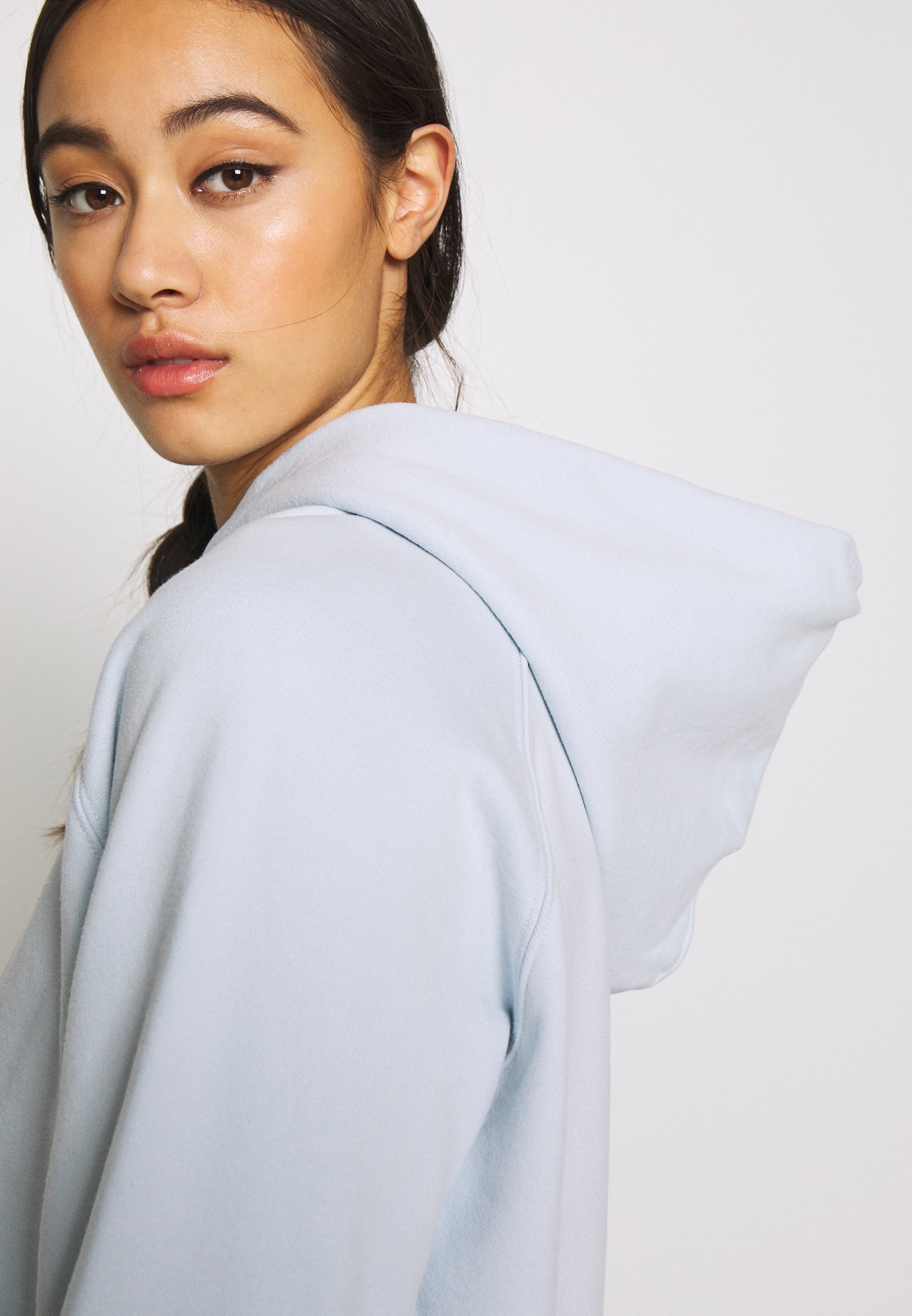 Levi's® GRAPHIC HOODIE - Jersey con capucha - baby blue