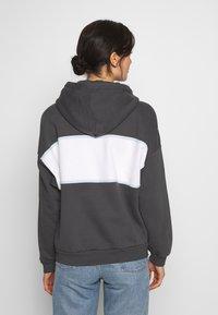 Levi's® - CAMERON HOODIE - Bluza z kapturem - mottled dark grey - 2
