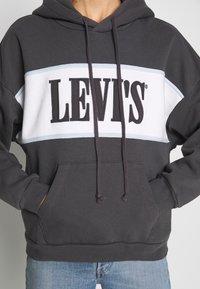 Levi's® - CAMERON HOODIE - Bluza z kapturem - mottled dark grey - 4