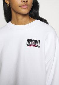 Levi's® - GRAPHIC DIANA CREW - Sweatshirt - original white - 5