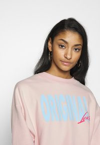 Levi's® - GRAPHIC DIANA CREW - Sweatshirt - crew original peach blush - 3