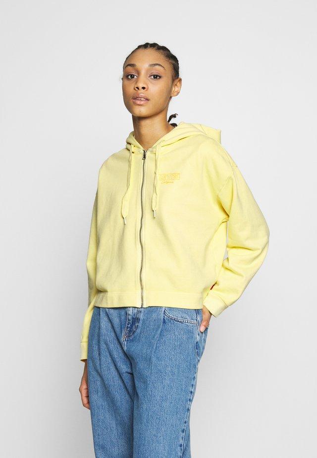 GRAPHIC ZIP SKATE HOODIE - veste en sweat zippée - crop zip hoodie cali box tab garment dye pale banana