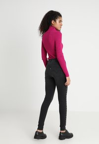 Levi's® - MILE HIGH SUPER SKINNY - Jeans Skinny Fit - black denim - 3