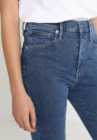 Levi's® - MILE HIGH SUPER SKINNY - Jeans Skinny Fit - blue denim - 6