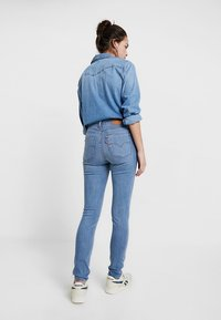 Levi's® - 721™ HIGH RISE SKINNY WHITE DENIM - Jeans Skinny Fit - steal my sunshine - 2