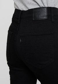 Levi's® - MILE HIGH CROP FLARE - Flared jeans - black sheep - 4