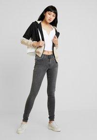 Levi's® - 710 INNOVATION SUPER SKINNY - Jeans Skinny Fit - word on the street - 1