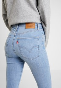 Levi's® - MILE HIGH SUPER SKINNY - Jeans Skinny Fit - between space and time - 4