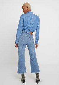 Levi's® - RIBCAGE CROP FLARE - Jean flare - scapegoat - 2