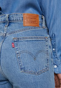 Levi's® - RIBCAGE CROP FLARE - Jean flare - scapegoat - 3