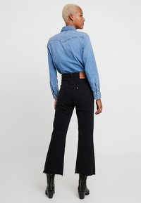 Levi's® - RIBCAGE CROP FLARE - Jeansy Dzwony - on the rocks - 2