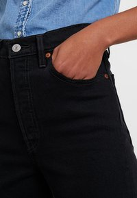 Levi's® - RIBCAGE CROP FLARE - Flared jeans - on the rocks - 4