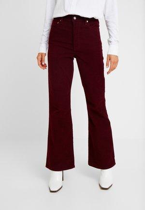 RIBCAGE FLARE - Pantalon classique - shiraz