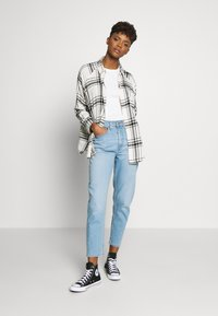 Levi's® - MOM JEAN - Jeans fuselé - pacific lights - 1