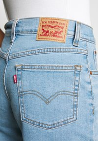 Levi's® - MOM JEAN - Jeans fuselé - pacific lights - 3