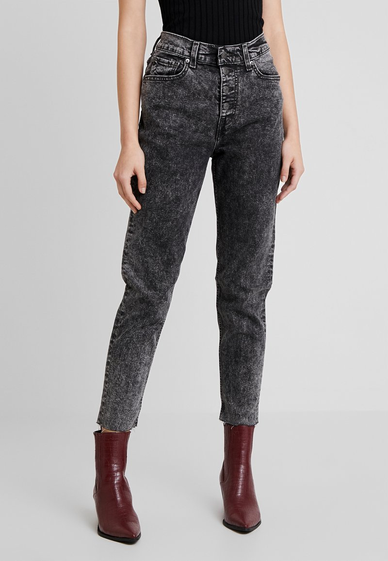 Levi's® - EXPOSED BUTTON MOM JEAN - Džíny Relaxed Fit - far fetched