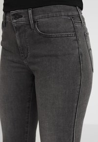 Levi's® - 710 INNOVATION SUPER SKINNY - Jeans Skinny - black denim