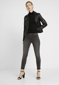 Levi's® - 710 INNOVATION SUPER SKINNY - Jeans Skinny - black denim - 1