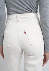 Levi's® - RIBCAGE - Straight leg -farkut - cream/off-white - 4